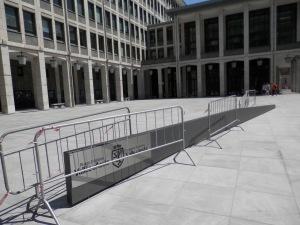 Una piazza perfetta per gli skateboard, forza ragazzi!