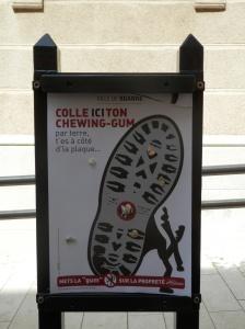 Campagna di educazione per tenere pulita la città.