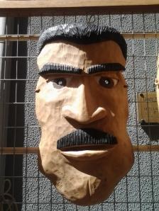 Oggi alla Fiera ho trovato questa bella maschera che mi ricorda tanto un utente patuasiano.