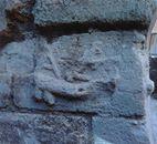 La prima pietra della città con raffigurato il pene come simbolo di fertilità.