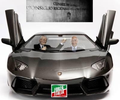 Massimo Lattanzi con la sua Lamborghini fa fare un giro al povero Cleto Benin.  (immagine tratta da facebook)
