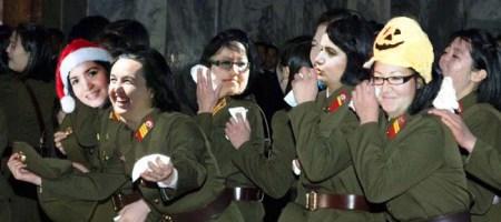 Le kim do-zelle durante un'esibizione del loro caro leader!